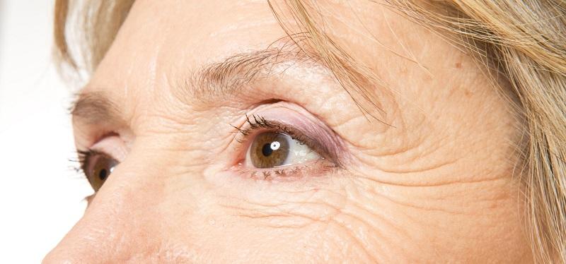 Những thành phần chống thâm mắt được đánh giá cao trên thị trường